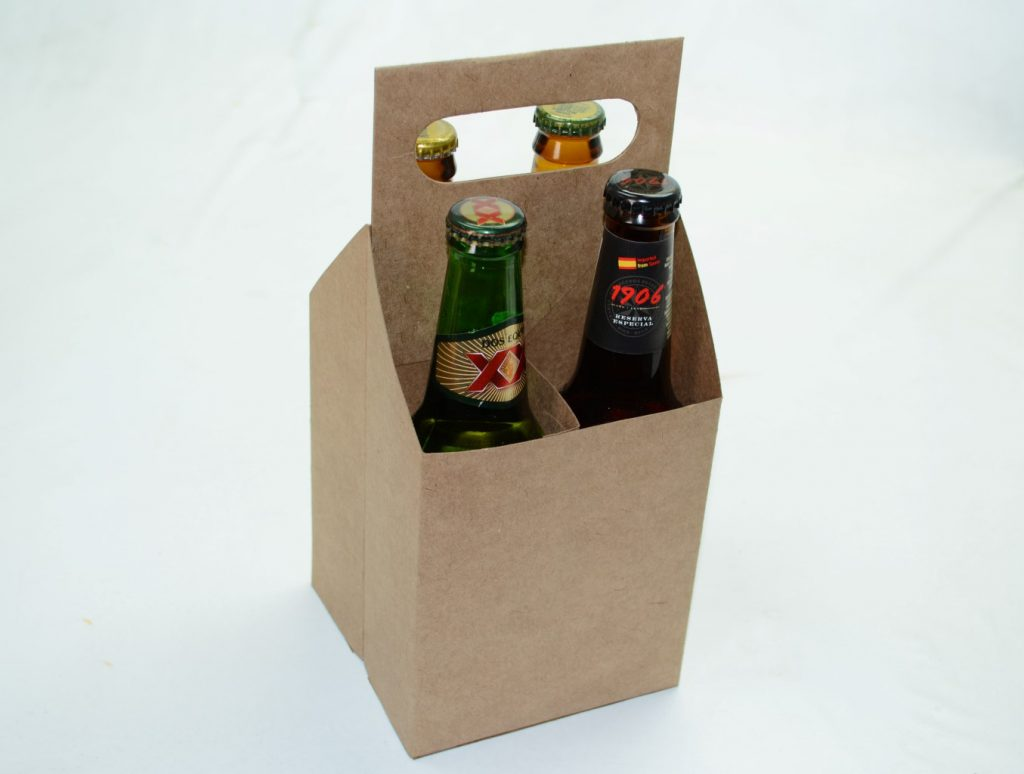 engradado com 4 long neck de cerveja - produtos artesanais para presentear a namorada